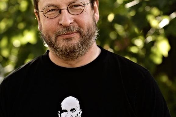 Lars von Trier regresa a la televisión con una nueva serie