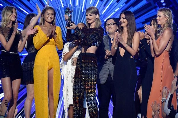 Ganadores y perdedores de los premios  MTV VMA 2015