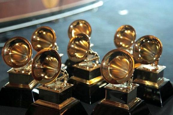Enrique Iglesias y Jorge Drexler triunfan en los Grammys Latinos