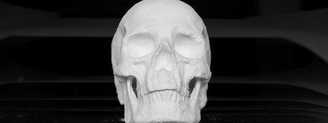 Un artista holandés esculpe un cráneo en cocaína para invitar a la reflexión