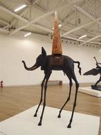 El Elefante de Dalí sale a subasta en Londres