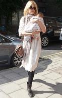 Primeras fotos de Claudia Schiffer y su bebe