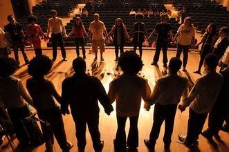 Se necesitan urgentemente profesores/as de teatropara clases extraescolares infantiles en Madrid