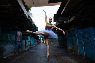 Se requiere bailarina de danza clásicapara sesión fotográfica publicitaria en Barcelona