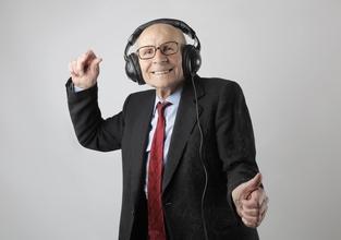 Se busca hombre que baile de 60 a 70 años para proyecto remunerado en Barcelona