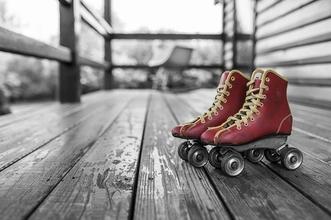 Se seleccionan chicas para dobles que sepan patinar con patines de 4 ruedas para rodaje en Barcelona