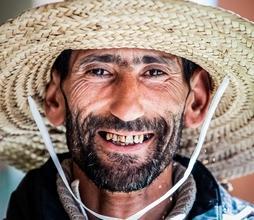Se requieren hombres de 30 a 70 años a los que le falten dientes para rodaje en Madrid