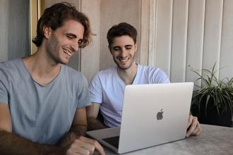 Se necesitan gemelos de 18 a 40 años para producción teatral en Barcelona