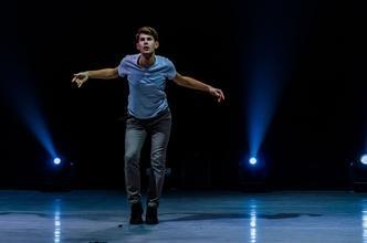 Bailarines animadores con inglés alto para evento corporativo (MWC)