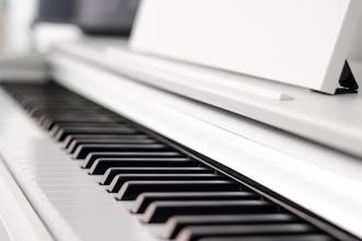 Se precisan chica y chico pianistas para doble de manos en rodaje en Estella (Navarra)