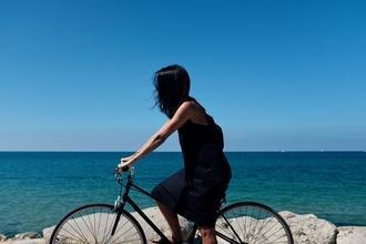 Se solicita actriz de cabello moreno de 25 a 35 años que sepa montar en bici en Madrid