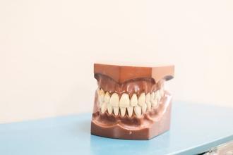 Se requierenhombres de 45 a 60 años y mujeres de 40 a 55 años que usen dentadura postiza(total o parcial) para spot publicitario en Madrid