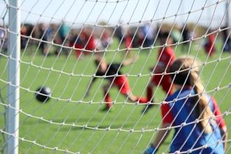 Se necesita niña de 8 a 10 años que sepa jugar al fútbol y dar toques con el pie a una pelota de tenis en Madrid