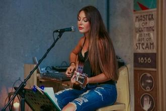 Se buscan cantantes pop de 18 a 25 años para proyecto musical en Ibiza
