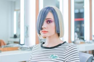 Se requiere chica de 22 a 28 años de estilo punk, pelo de colores y look muy rebelde para spot de TV en Madrid