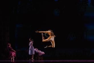 Se convocan bailarines y bailarinas de 17 a 23 años de clásico y contemporáneo para gira en Valencia