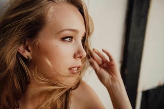 Se necesita modelo rubia y delgada, entre 20 y 30 años para sesión fotográfica de publicidad en A Coruña