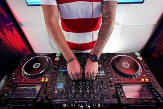 Se necesitan chicos DJs o músicos de 20 a 30 años para proyecto en Barcelona
