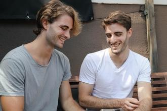 Se necesitan gemelas y gemelos de 18 a 45 años para producción nueva en Madrid