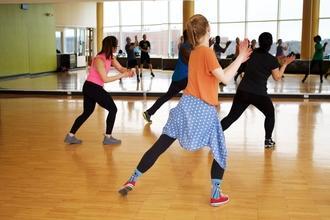 Se convoca grupo de baile de adolescentes para evento en Sevilla