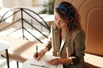 Se convoca mujer de 27 a 40 años con inglés nativo para proyecto
