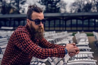 Se necesitan hombres de 50 a 55 años que tengan barba larga para publicidad