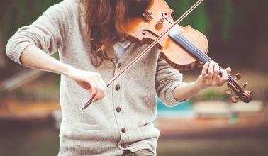 Se precisa urgentemente actriz de 20 a 25 que toque el violín para obra Circo Cabaret en Madrid