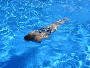 Se convocan mujeres que sepan nadar para spot de publicidad en Madrid