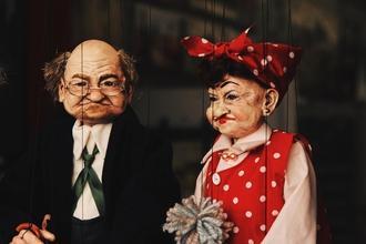 Se seleccionan actor o actriz especializado en manipulación de marionetaspara obra de teatro familiar en Madrid