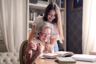 Se precisan abuelas de 80 a 90 años para spot de televisión en Madrid
