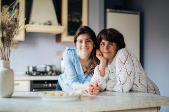Se necesita madre de 55 años e hija de 30 años para rodar en anuncio publicitario en Madrid