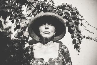 Se buscaactriz de 65 a 70 años elegante y de rostro amable para spot publicitario en Madrid