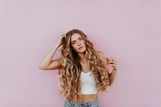 Se buscan modelos femeninas con cabello largo de 21 a 40 años para spot