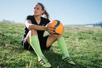 Se seleccionan mujeres futbolistas entre 18 y 35 años para proyecto remunerado