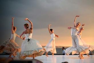 Se seleccionan bailarines y bailarinas para agencia en Madrid y Barcelona