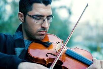 Se requiere urgentemente hombre de 35 a 45 años que sepa tocar el violín para figuración en Madrid