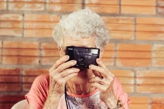 Se selecciona actriz de 60 a 70 años para cortometraje en Madrid