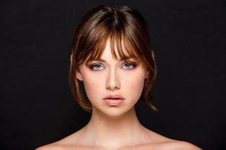 Se busca mujer de 30 a 40 años con estilo Influencer para vídeos de marca de cosmética
