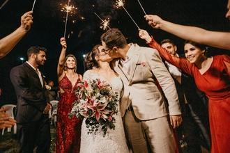 URGENTE Se precisan parejas que hayan conservado su traje o vestido de matrimonio para rodaje en Málaga y Granada