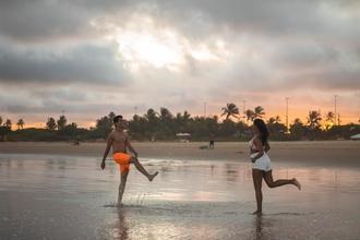 Se buscan chicos y chicas de más o menos 30 años para figuración en campaña turística