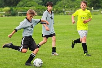 Se precisan niños ingleses de 10 a 12 años que juegen fútbol para campaña  de publicidad