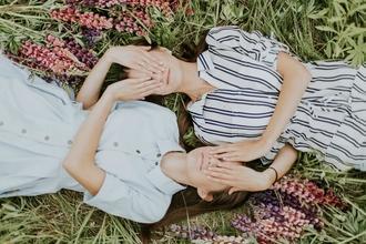 Se necesitan gemelas de 6 a 10 años con pelo castaño para rodaje en Asturias