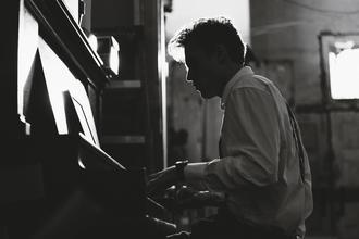 Se busca actor de 19 a 25 años que toque el piano para spot internacional