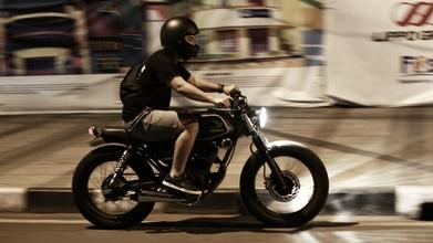 Se buscahombre de 20 a 35 años asiático que sepa conducir motopara videoclip en Madrid