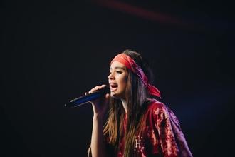 Se selecciona chica cantante (18-20 años) que sea delgadita y pequeña para spot de TV en Madrid
