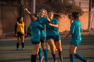 URGENTE Se requieren mujeres de 18 a 25 años que juegen fútbol para figurar en anuncio publicitario a Barcelona