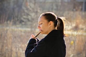 Se solicita chica (25-30 años) que toque el oboe ó cualquier instrumento de viento para spot de TV en Madrid