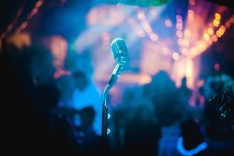 Se convocan cantantes y bailarines para shows en Málaga