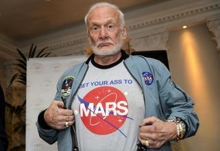 Se busca un hombre de 72 a 87 años que se parezcan a Buzz Aldrin para rodaje internacional