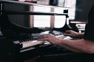 Se solicita actor pianista para protagonizar montaje teatral en Madrid